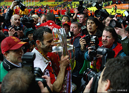 Ryan Giggs leaves the field with the Champions League trophy