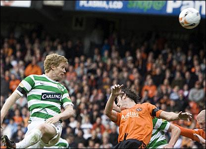 Celtic midfielder Barry Robson (left)