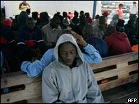 Inmigrantes africanos llegan a Islas Canarias
