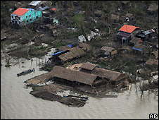 A village destroyed by Cyclone Nargis seen from the helicopter carrying Ban Ki-moon - 22/5/2008