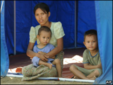 A displaced family sit inside their tent as they await a visit from Ban Ki-moon, in Kyondah village, Burma (22.05.08)