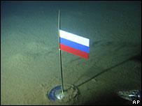 Российский флаг на глубине 4200 метров