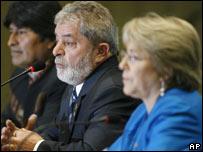 Los presidentes de Chile, Michelle Bachelet; de Brasil, Luiz Inacio Lula da Silva y de Bolivia, Evo Morales