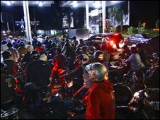 Petrol queue in Yogyakarta - photo 23 May