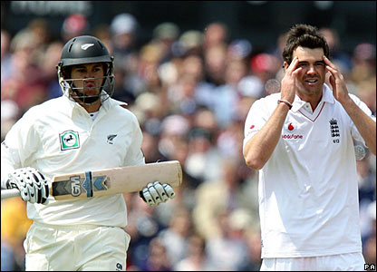 Ross Taylor, James Anderson