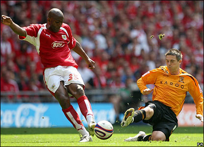 Bristol City's Dele Adebola and Hull City's Bryan Hughes battle for the ball