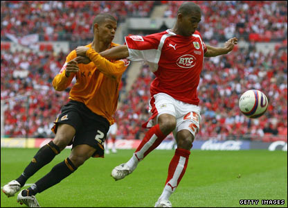 Marvin Elliott of Bristol City fends off Hull's Fraizer Campbell