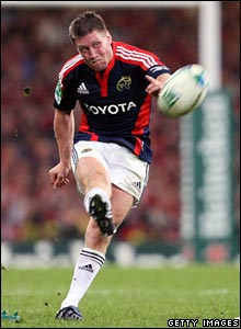 Ronan O'Gara kicks a penalty for Munster