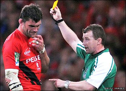 Fabien Pelous gets his yellow card