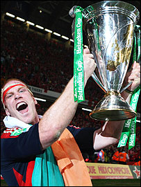 Paul O'Connell celebrates with the Heineken Cup