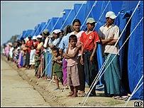 Refugiados en Birmania reciben la visita del secretario general de la ONU, AP
