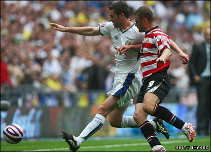 Richie Wellens of Doncaster Rovers is beaten to the ball by Frazer Richardson