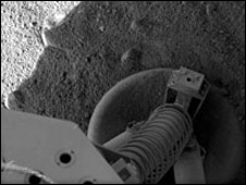 One of the probe's three legs is seen flat on the ground (Nasa)