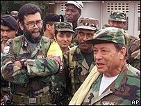 Alfonso Cano, izquierda, Manuel Marulanda, derecha, AP