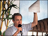 �lvaro Uribe, informando de la muerte de Tirofijo.