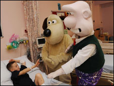 Wallace and Gromit visit Whittington Hospital