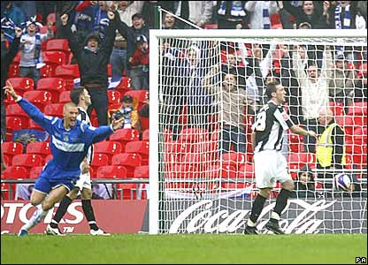 Anthony Pilkington, Stockport County, scores