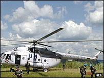 Helicóptero de fuerzas de paz de Naciones Unidas en África.