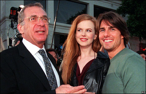 Pollack with Tom Cruise and Nicole Kidman, whom he acted alongside in the Eyes Wide Shut, at the film's premiere, Los Angeles, 13 July, 1999