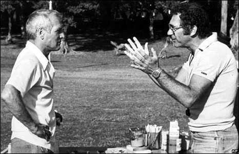 Pollack (right) directs US actor Paul Newman through a scene from Absence of Malice, December, 1981