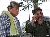 """Manuel Marulanda """"Tirofijo"""" junto con Ra�l Reyes, san Vicente del Cagu�n, Colombia, 1999, AFP"""