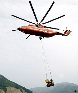Digging equipment is airlifted to Leigu township, Beichuan County