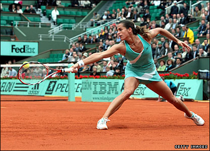 After the rain finally clears, Amelie Mauresmo opens proceedings against Olga Savchuk on Philippe Chatrier Court