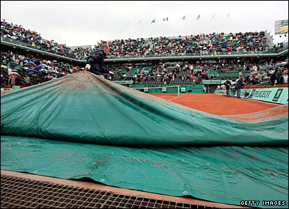 After 90 minutes of action, the rain returns and the covers are pulled across Philippe Chatrier Court again