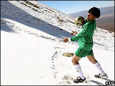 Bolivian President Evo Morales plays football at 6,000m (19,700 ft) in protest at Fifa high-altitude match ban (13 June 2007)