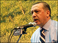 Turkish Prime Minister Recep Tayyip Erdogan gives a speech in Diyarbakir, 27 May, 2008