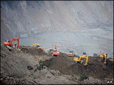 Earth-moving equipment at Tangjiashan quake lake on 26 May 2008