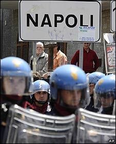 Police face protests from Naples residents