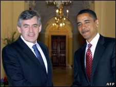 Gordon Brown (L) meets Barack Obama, 17 April 2008 (File picture)