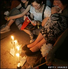 Candle-lit vigil in Shanghai, China