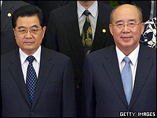 "President Hu Jintao (L) and Wu Poh-hsiung (R), Chairman of Taiwan""s Kuomintang (KMT)"