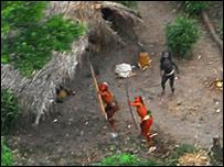{العثور قبيلة السكان الأصليين البرازيل