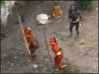 Los ind�genes intentaron alcanzar con flechas el avi�n de la expedici�n (FOTO: GLEISON MIRANDA/FUNAI)