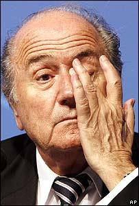 Sepp Blatter gesticula durante el congreso de la FIFA