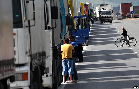 Bulgarian truckers demonstrate near Sofia (30.05.08)