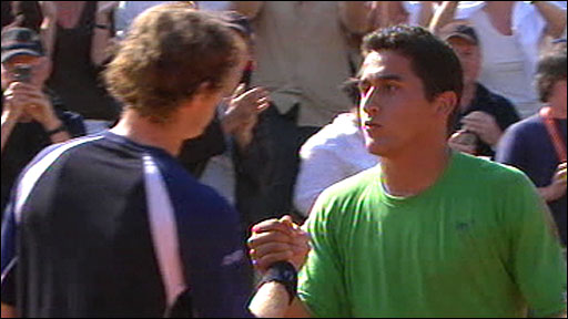 British number one Andy Murray shakes hands with Nicolas Almagro