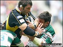 Wasps' Simon Shaw fights off Leicester captain Martin Corry