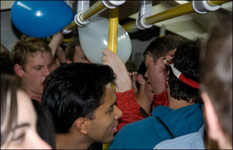 Crowded train. Picture by Rory O'Sullivan