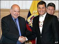 José Miguel Insulza y Rafael Correa, AP