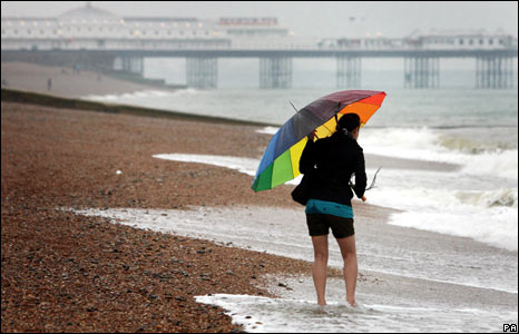 A brave tourist paddles in the sea at Brighton beach
