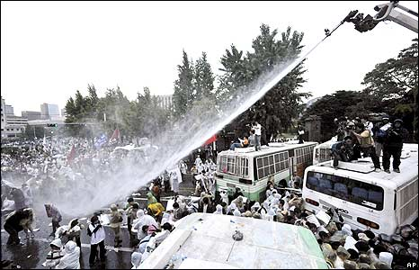 Crowd being sprayed by water cannon jet 1/6/08
