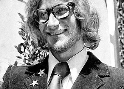 В 1970-х годах Ив Сен-Лоран занялся духами. В 1971 году были выпущены духи Rive Gauche, в 1977-м - Opium