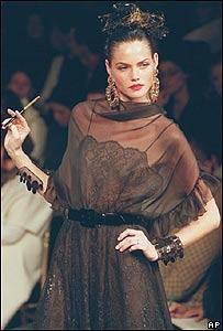 Modelo de Saint Laurent, año 2000, AP