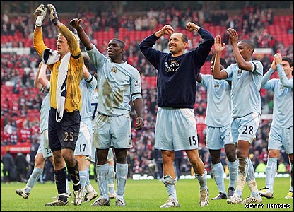 Man City players celebrate victory at Old Trafford