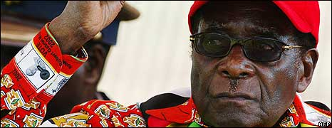 Zimbabwean President Robert Mugabe raises his fist on May 29, 2008 at a rally in Mvurwi some 100km from Harare.