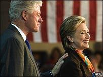 Bill Clinton y su esposa, Hillary Clinton, AFP